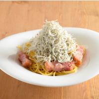 まんぷく厨房ちゃらりんの「山盛りしらすのペペロンチーノ 」の画像